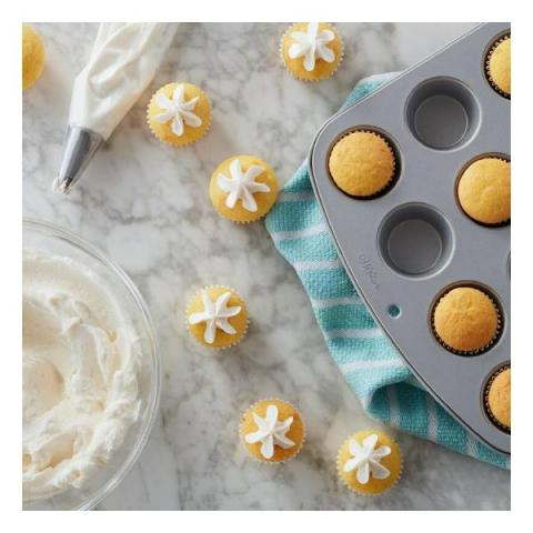 Wilton Muffin en cupcake bakvorm mini 24-vaks
